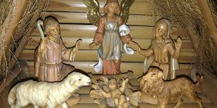 Family Memories – Manger Seen in Rochester