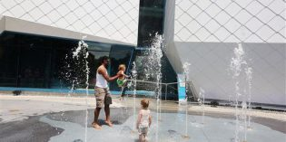 Cooling off: New fountain is popular Detroit Zoo attraction