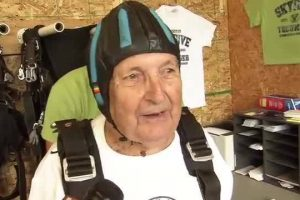 86-year-old Detroit veteran has time of his life skydiving